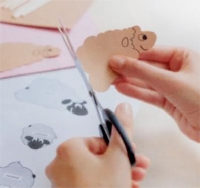 вырезаем фигурки овечек из картона - vyrezaem figurki ovechek iz kartona