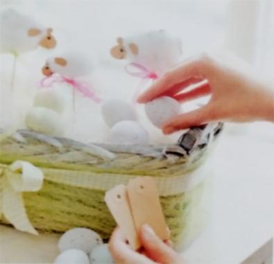 в корзинку с овечками кладем декоративные яйца - v korzinku s ovechkami kladem dekorativnye yaytsa
