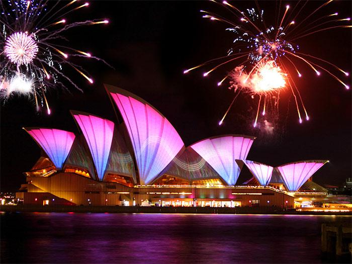 Сиднейский оперный театр, вечерняя иллюминация - Sydneyskiy opernyi teatr, vechernyaya illyuminatsiya