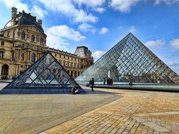 стеклянная пирамида Лувра - steklyannaya piramida Luvra