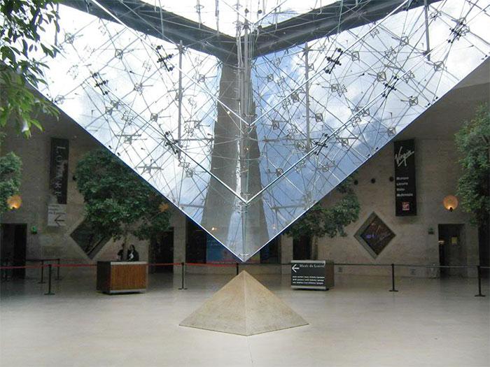 перевернутая пирамида Лувра - perevernutaya piramida Luvra