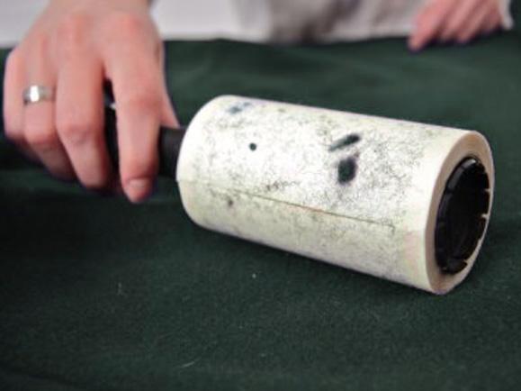 как удалить катышки роликом с липкой лентой